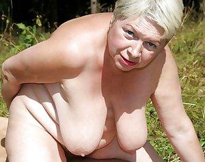 AMATEUR MATURES GRANNIES BBW BIG BOOBS BIG ASS 46