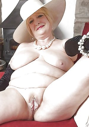 AMATEUR MATURES GRANNIES BBW BIG BOOBS BIG ASS 46