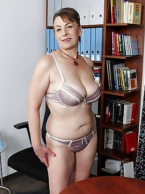 Moms and bras 6.5 .Big, hanging and saggy