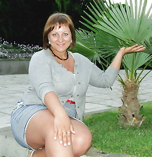 Mature Sexy Legs! Amateur Mixed!