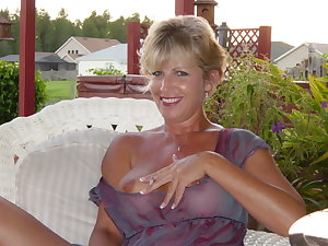 Hot naked moms fucking photos