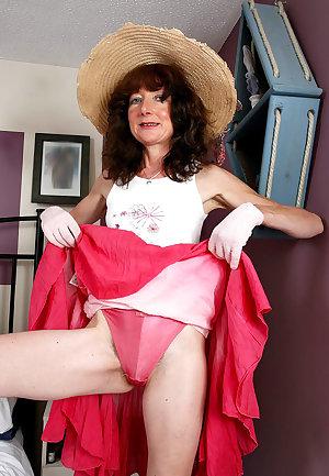Erotic photoshoot 40 year old moms women