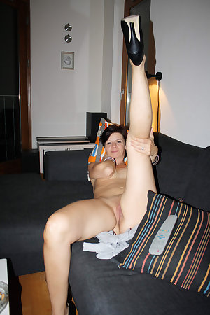 Pictures of milf using a dildoe