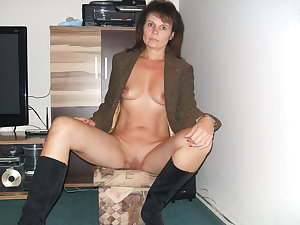 moms woman with sexy forms