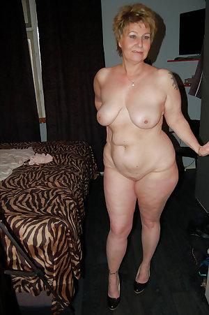 Nude moms amateur women show their ass