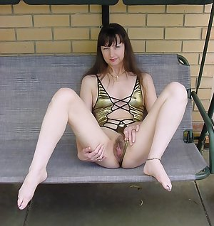 Amateur horny nude old women with sexy asses and pussies