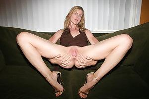 Sexy mom Nancy show her hairy pussy