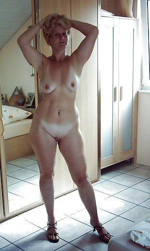MATURE AND GRANNIES 52