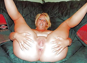 Best Matures Milfs spreading an fucking pussy and ass