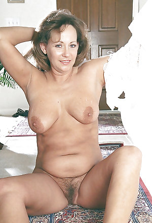 naked mature hairy pussy