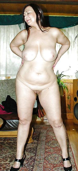 Mature amateur saggy tits 127