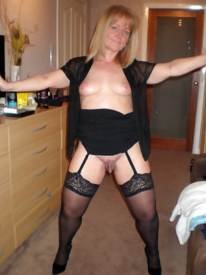 Sexy mom takes dick from behind after top riding