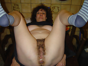 Women amateur housewife in dildo action