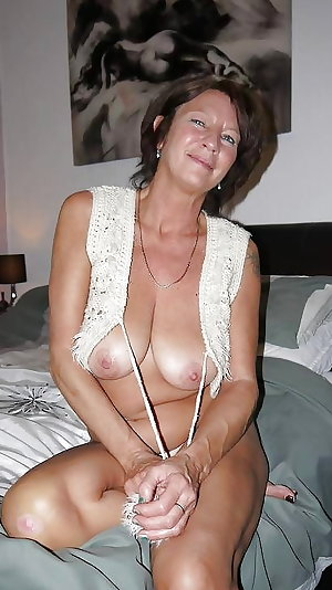 Amateur Mature Sexy Wives 19