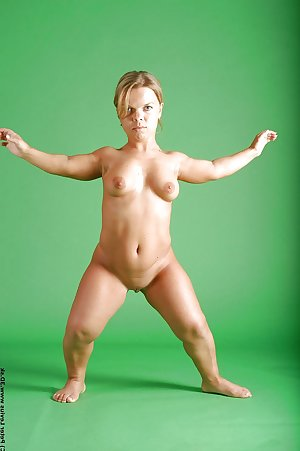 Helen a gorgeous midget