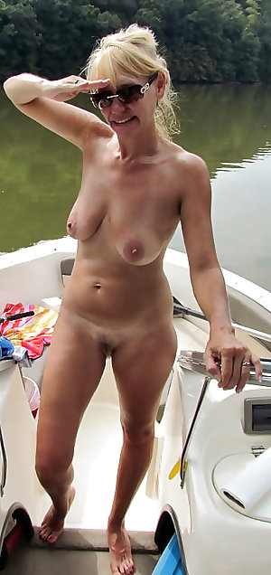 Amateur Mature Sexy Wives 40