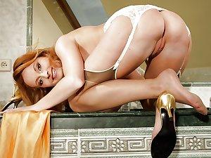 MILF & Mature sexy women's asses, pussies, feet