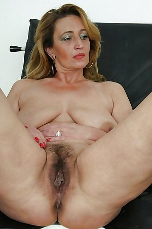 Matures moms aunts and wives 123