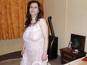 MATURE ARAB WOMAN WITH BIG BOOBS