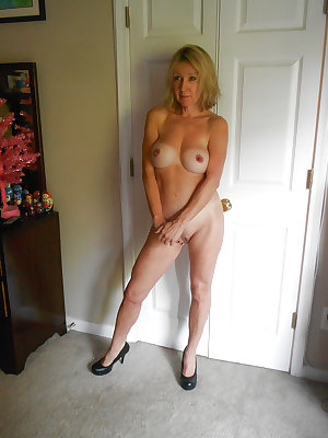 Blondes Moms Milfs - Matures Sluts