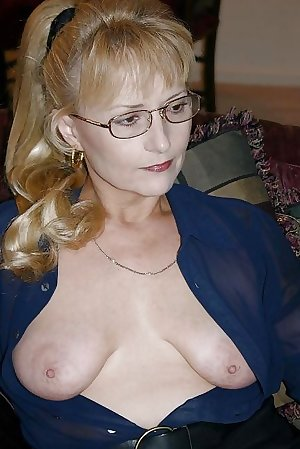 Mature women with saggy tits 35.