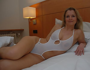 Amateur Mature Sexy Wives 42