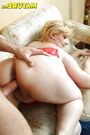 Matures Milfs posing and fucking