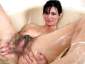 Sexy Mature Brunette Hairy cunt and big Boobs! Amateur!