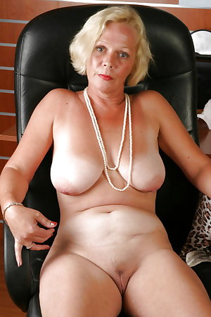 Amateur Mature Sexy Wives 28
