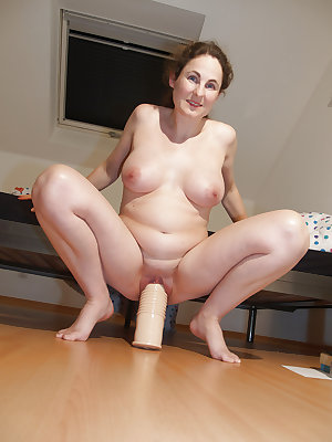 Amateur Mature Sexy Wives 8