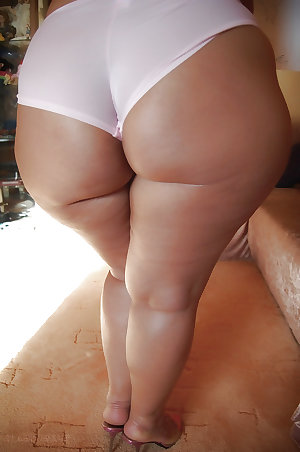 MATURE BBW ASS and FEET