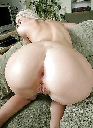 MILF & MATURE women close-up pussy ass legs & feet