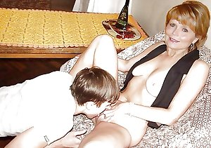 Hot Mom,Milf,Mature Amateure