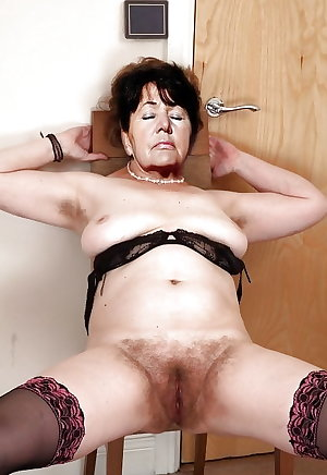 MATURE AND GRANNIES 136