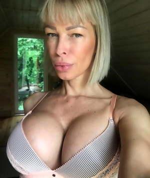 Sexy hot non nude milf & mature sluts