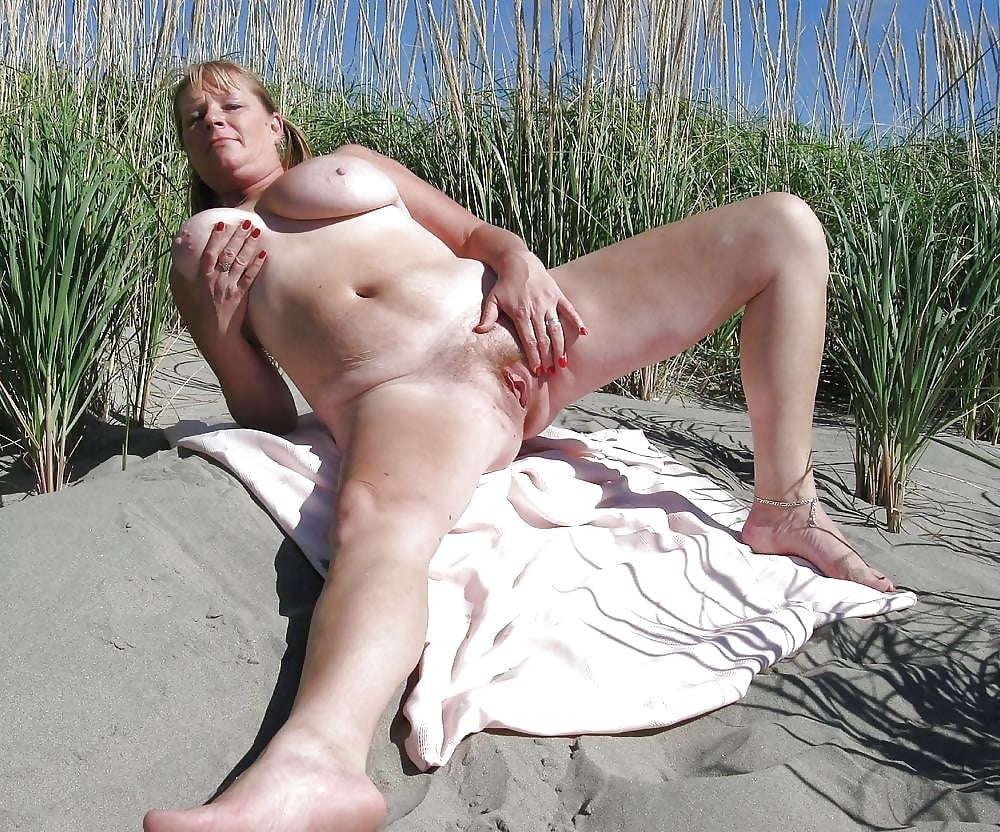 показался, розовый порно фото мастурбация на пляже просмотре